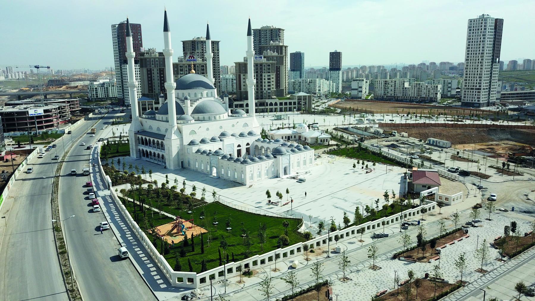 ميدان باشاك شهير في إسطنبول ... الميدان الأكبر في تركيا