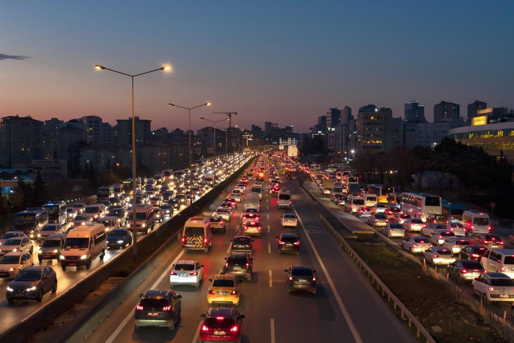 كثافة الحركة المرورية تعود الى اسطنبول